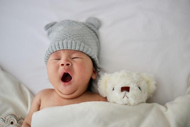 baby schreit im schlaf